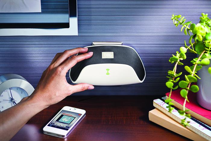 JBL SOUNDFLY, il primo wall-speaker wireless per ascoltare la musica ovunque