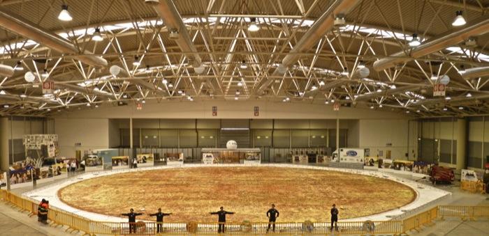 Doppio record mondiale a Roma: è italiano il primato per la pizza più grande del mondo – senza glutine 40 metri di diametro 9.000 kg di farina Schär – DS gluten free