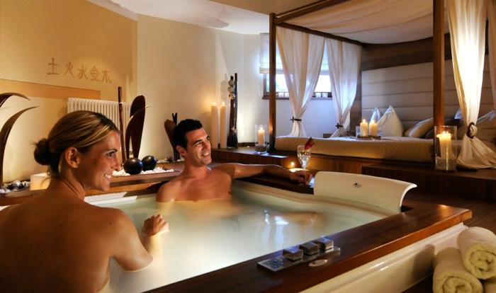 Con i rituali di coppia dei Winkler Hotels si viaggia attraverso l'Alto Adige con massaggi e prodotti tipici della Val Pusteria