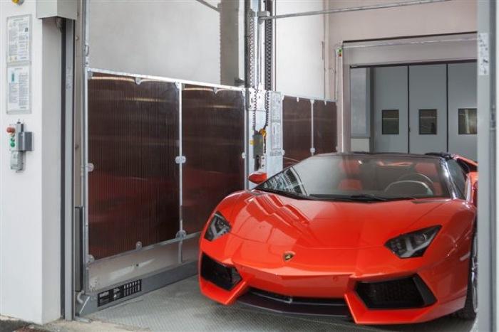 IdealPark parcheggia Lamborghini. Nel primo edificio industriale multipiano in Classe A in Italia due ascensori per auto trasportano le super luxury car