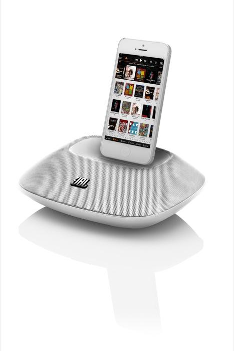 Sbarca in Italia, in anteprima mondiale, la prima dock per l'iPhone 5: JBL OnBeat Micro