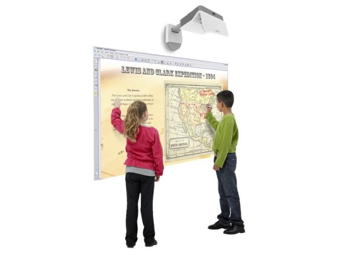 SMART presenta il primo proiettore interattivo al mondo con tecnologia touch e completamente integrato