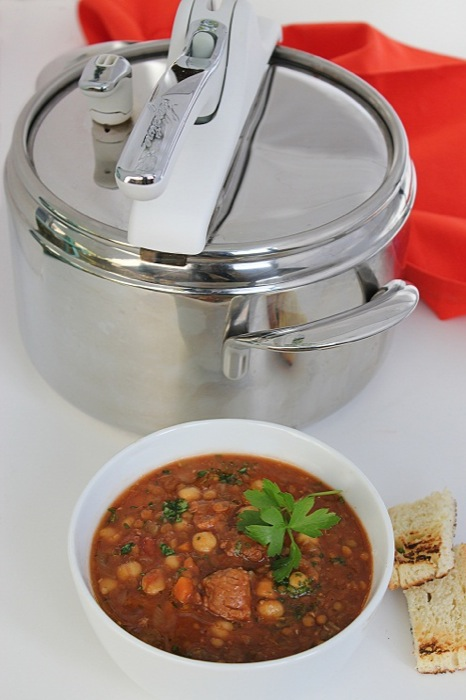 Le ricette del Natale Lagostina: Zuppa speziata con carne e lenticchie by Zucchero e Viole