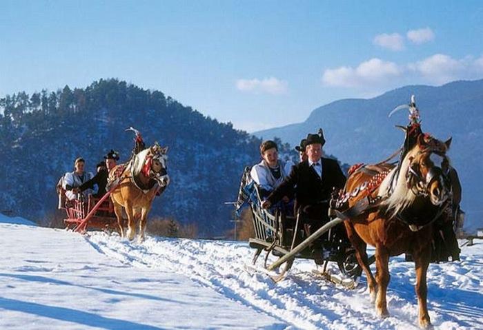 Due cuori in camper all'Alpe di Siusi. Originale San Valentino con gita in carrozza e fonduta romantica in coppia