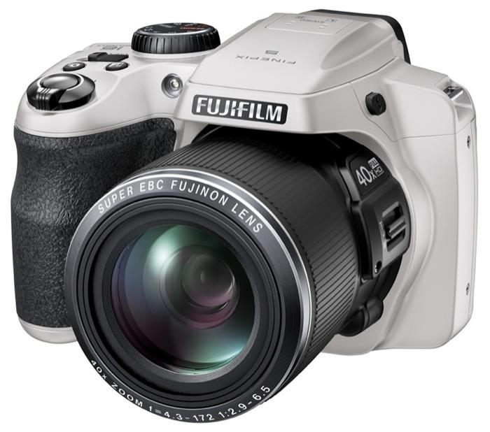 FinePix S8200 è la nuova digital camera bridge facile e potente