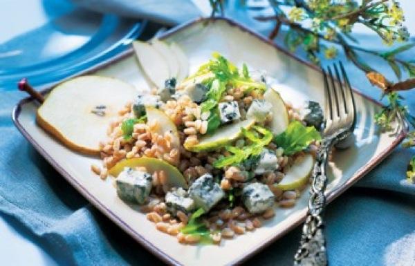 Gorgonzola, irresistibile anche nei piatti freddi: ricetta insalata di farro, pere e gorgonzola